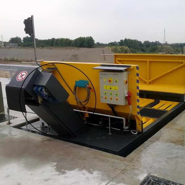 Il washing system è l'impianto per il lavaggio delle parti inferiori dei mezzi d'opera non cingolati particolarmente adatto nelle cave, impianti di betonaggio, cantieri edili, discariche. Un rapido passaggio nel BT2400 lava perfettamente le ruote del mezzo consentendo allo stesso di reimmetersi sulla strada SENZA PROBLEMI DI INQUINAMENTO, INCIDENTI, DENUNCE. Modelli: BT 2200 TCR export solution BT 2400 TCR e BT 3000 TCR